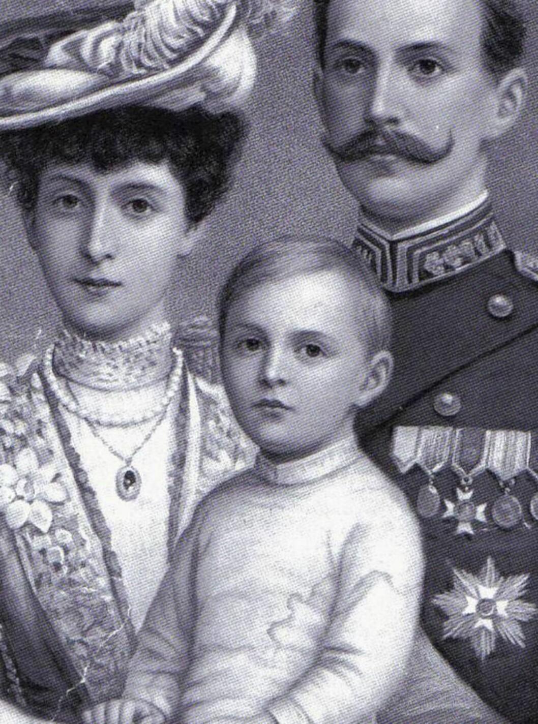 FAMILIELIKHET: Om Ingrid Alexandra også er lik kong Olav i gemytt, lover det godt for monarkiet i Norge. Foto: Se og Hør