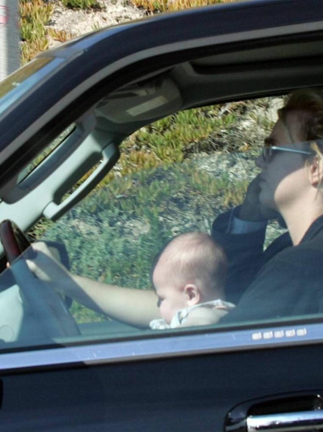 <strong>JAGET VILT:</strong> Britney hevder at hun ble jaget av paparazzi-fotografer og at det var derfor hun kjørte med sønnen usikret på fanget. Foto: All Over Press