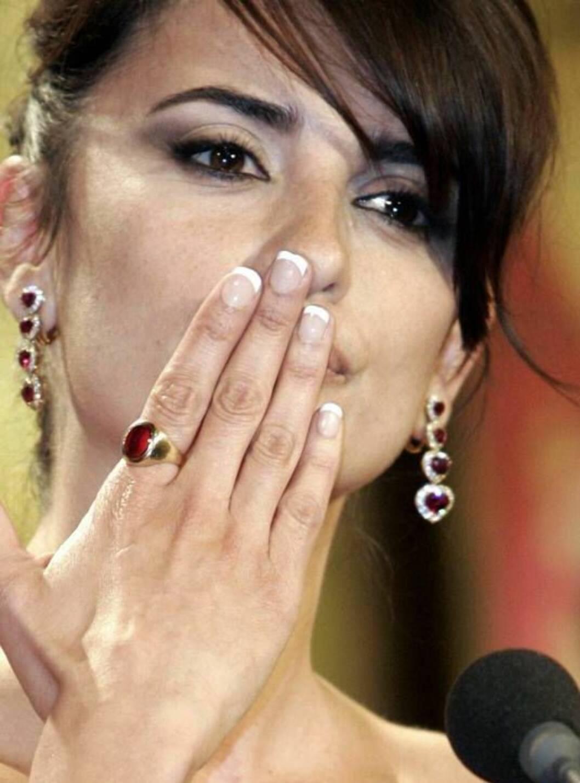 JUBEL: Cruz fikk prisen som beste skuespiller i Cannes! Foto: AP/Scanpix