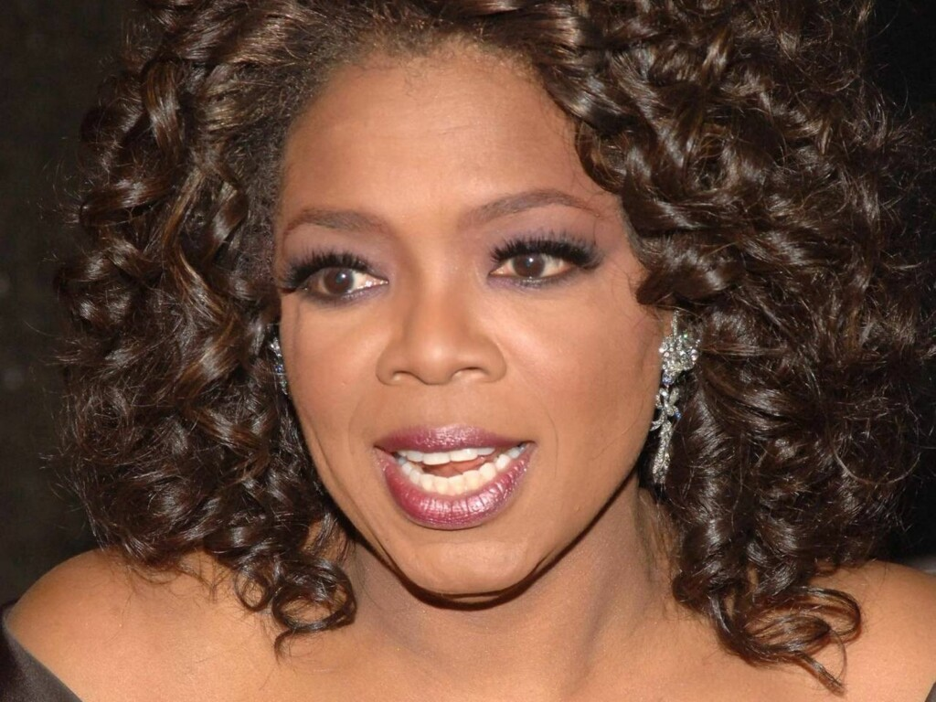 "NEW YORK - DECEMBER 01 : Television personality Oprah Winfrey attends the Broadway opening of ""The Color Purple"" that she produced at the Broadway Theatre December 1, 2005 in New York City.   (Photo by Brad Barket/Getty Images) Foto: All Over Press"