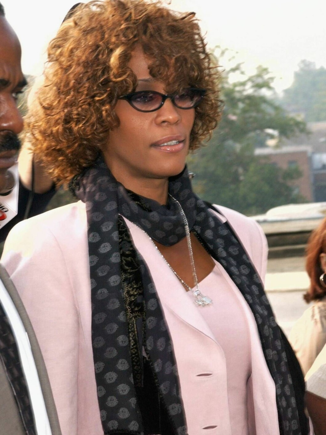 <strong>DECATUR, GA - AUGUST 27:</strong>  Singer Whitney Houston leaves the DeKalb County Courthouse after a probation violation hearing for her husband, singer Bobby Brown on August 27, 2003 in Decatur, Georgia.  Brown was sentenced to 14 days in jail followed by 60 day Foto: All Over Press