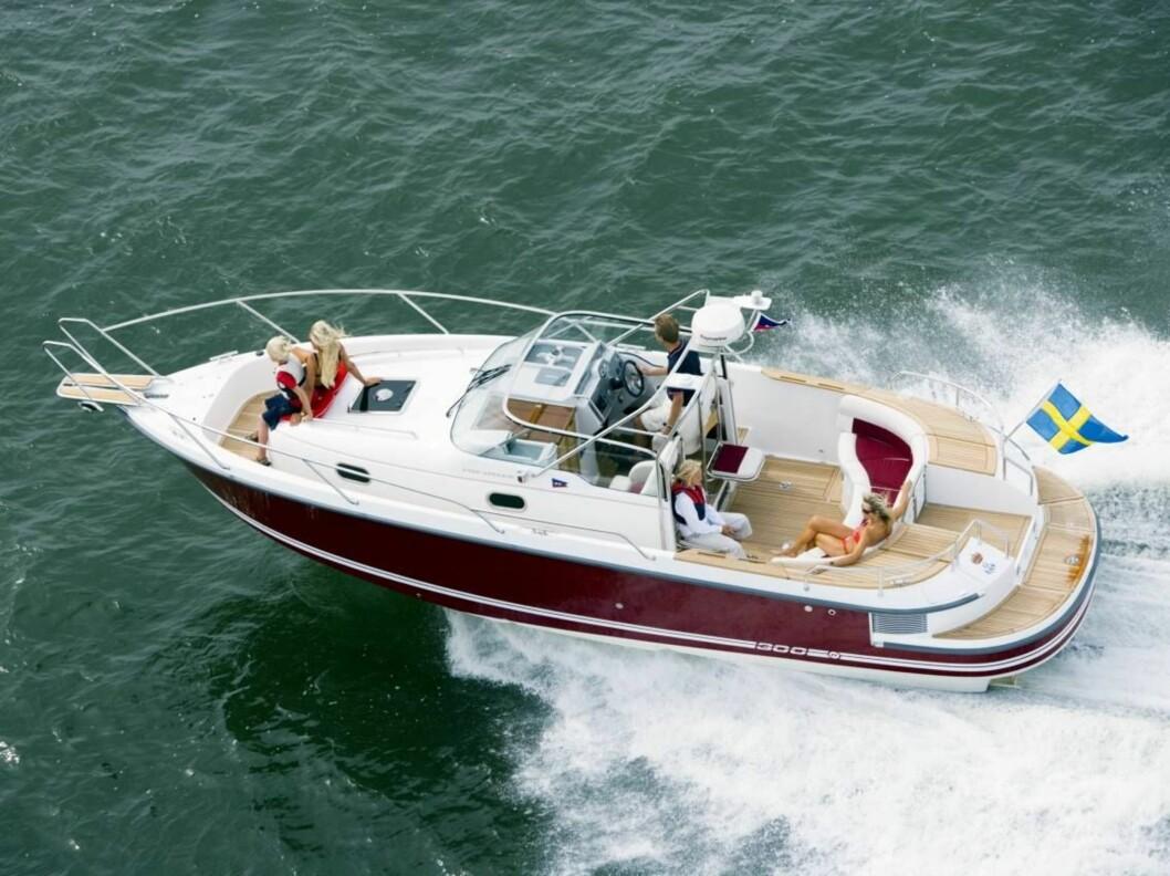 <strong>DEKK FORAN OG BAK:</strong> Båten har to soldekk og en stor sittegruppe for alle passasjerene. Foto: Oslo Båtsenter