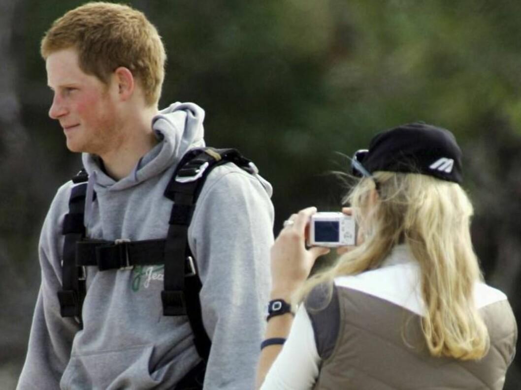 <strong>SAY CHEEEESE:</strong> Chelsy ber kjæresten smile til kamera. Foto: colourpress.com