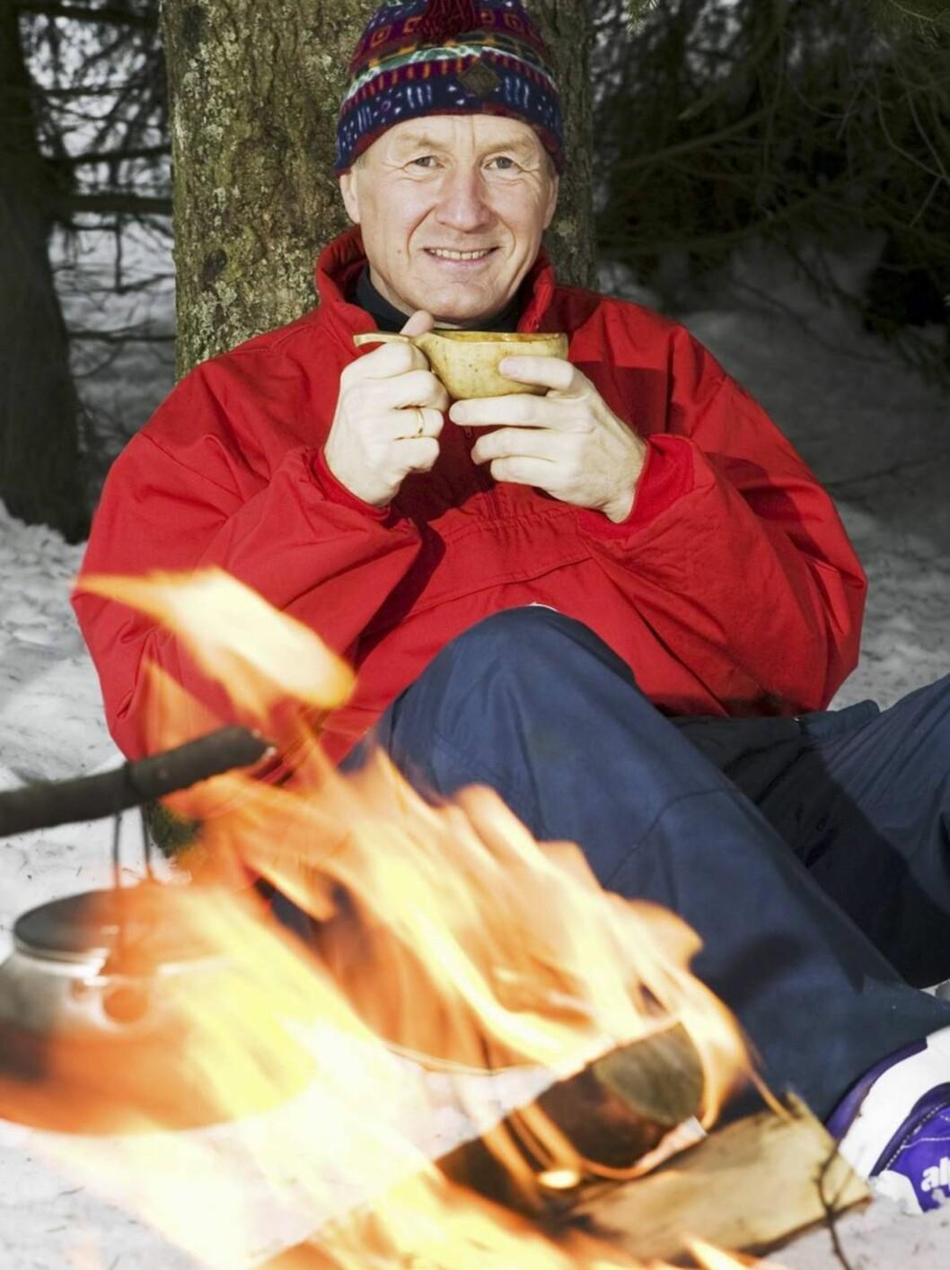 <strong>HELSEBOT:</strong> - Først en rask tur på ski, så rett inn i badstua. Etterpå avslutter jeg gjerne med et glass vin foran peisen. Det er helsebot det! sier Thorbjørn Jagland.