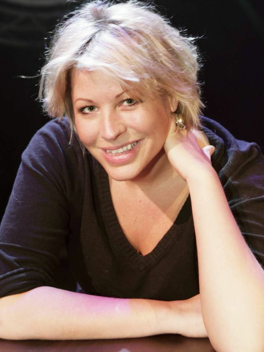 """<strong>Fyrer løs:</strong> I frekk stil herjer Anne-Kat. med alt og alle i sitt nye show """"Tatt av vinen"""". Foto: Tor Kvello"""