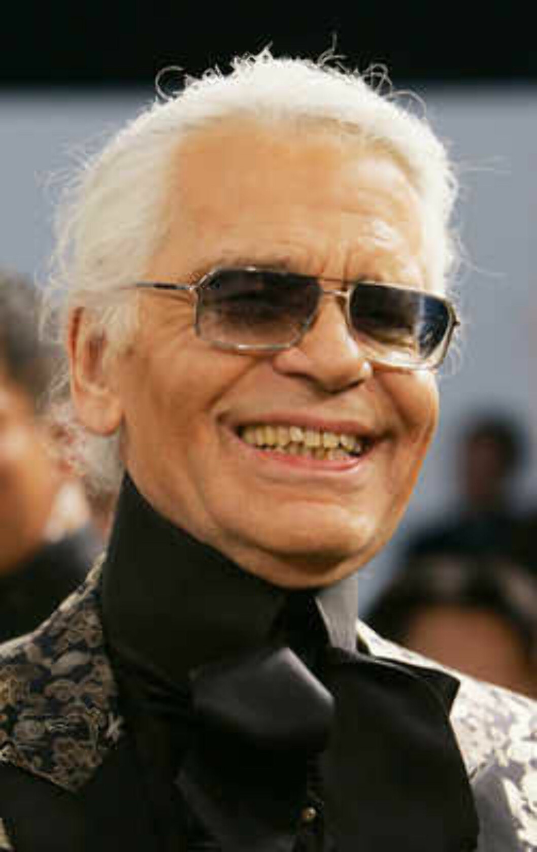 German designer Karl Lagerfeld speaks after the Chanel 2006 Spring-Summer Haute Couture fashion show in Hong Kong Friday, March 24, 2006.  (AP Photo/Kin Cheung) Foto: AP