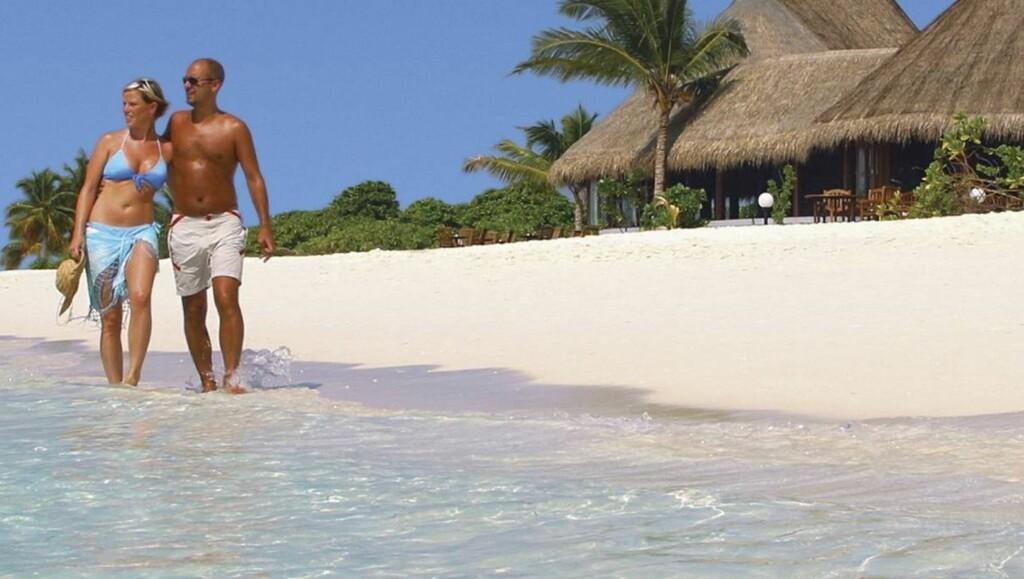 GLITRENDE HAV: Det er ikke tull! Havet ser virkelig slik ut på Maldivene, og på Mauritius er det like fint. Mer romantiske steder skal du lete lenge etter. Foto: Ving