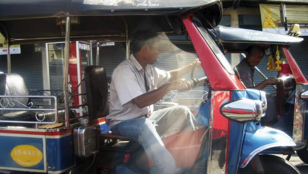 <strong>TUK OG KJØR:</strong> Tuktuker er like vanlige som biler og sykler i Bangkoks hektiske gateliv.