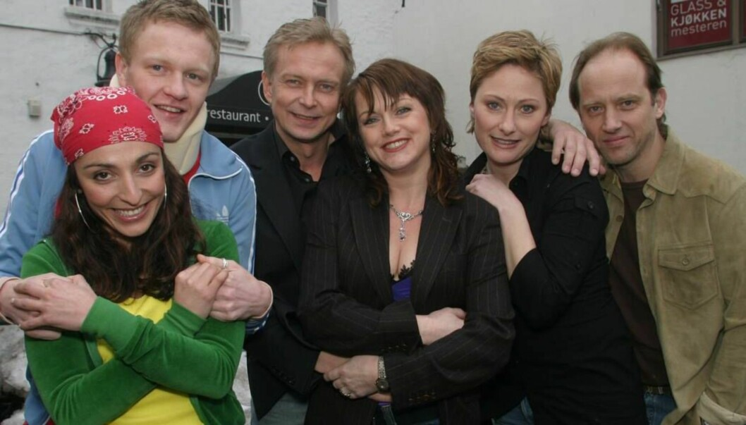 """<strong>SUKSESS:</strong> Kjersti med kollegaene som spiller i TV-serien """"Seks som oss"""". Foto: Se og Hør"""