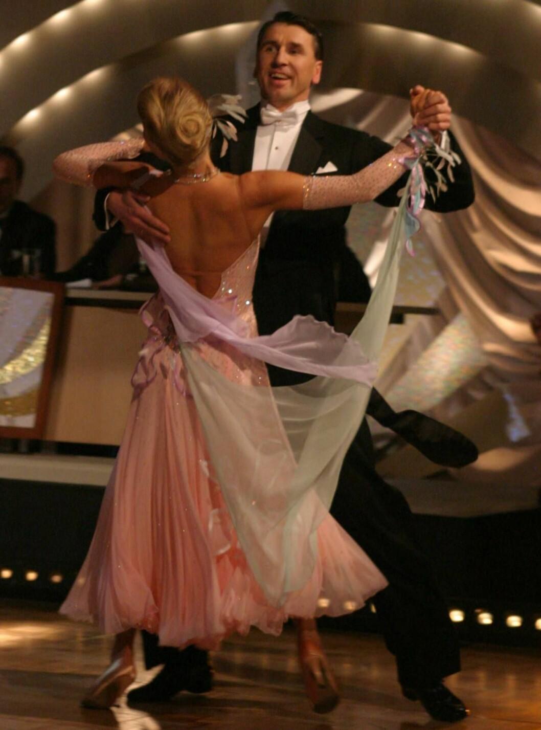 """<strong>PÅ DANS:</strong> Simen deltok i """"Skal vi danse"""" med Gyda Kathrine Bloch. Paret røyk tidlig ut. Foto: Se og Hør"""