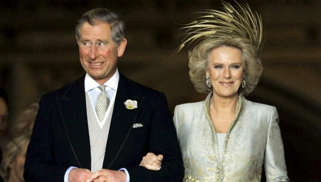 <strong>STIVT SMIL:</strong> Charles visste lite om at han ville få frisørregninger på 65 000 kroner i måneden da han giftet seg med Camilla. Foto: AFP