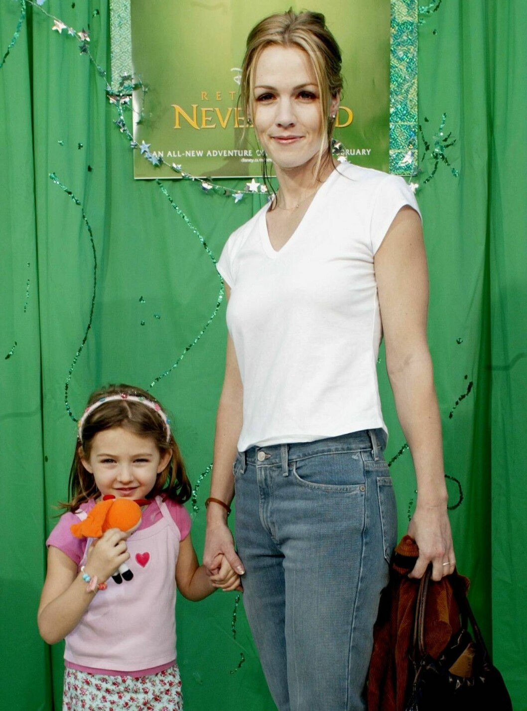 "400786 03:  Actress Jennie Garth and her daughter Luca Fatinilli attend the film premiere of ""Return To Never Land"" February10, 2002 in Los Angeles, CA.  The film will be released February 15, 2002.  (Photo by Frederick M. Brown/Getty Images) ALL OVER PR Foto: All Over Press"