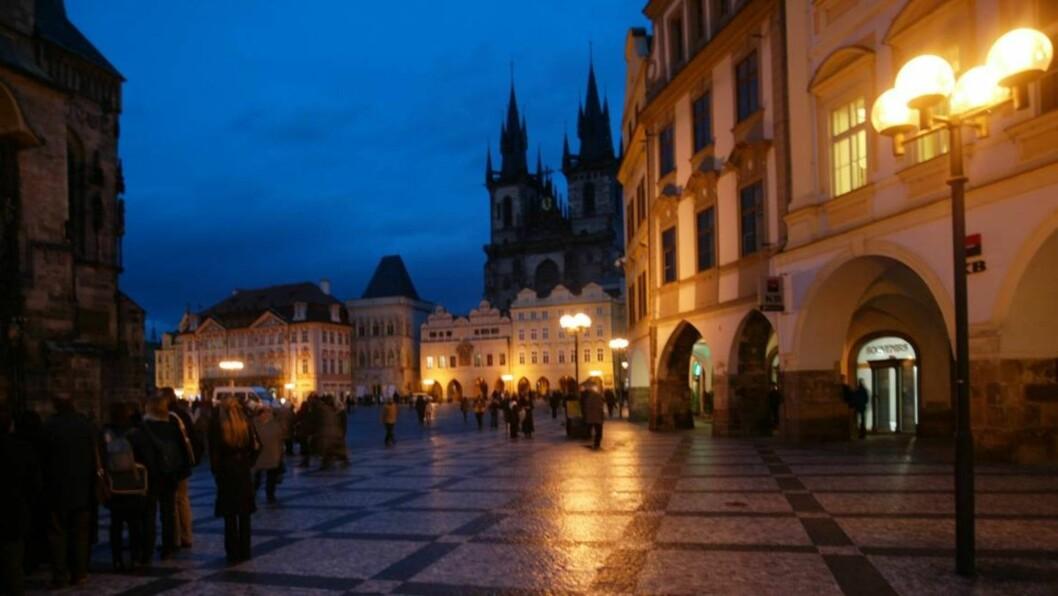 <strong>Praha by night:</strong> Det er et uttall vannhull i Praha som er et skikkelig eldorado for ølhunder. Foto: Odd Helge Brugrand