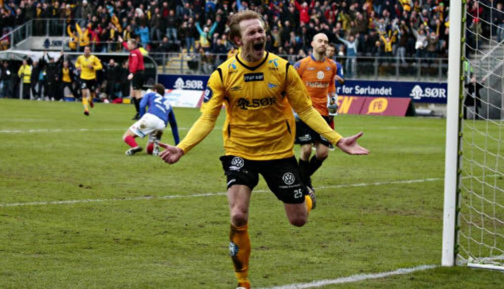 SCORET TO: Ole Martin Årst ble tomålsscorer. Her jubler han for 5-3 på overtid.  Foto: Tor Erik Schrøder, Scanpix
