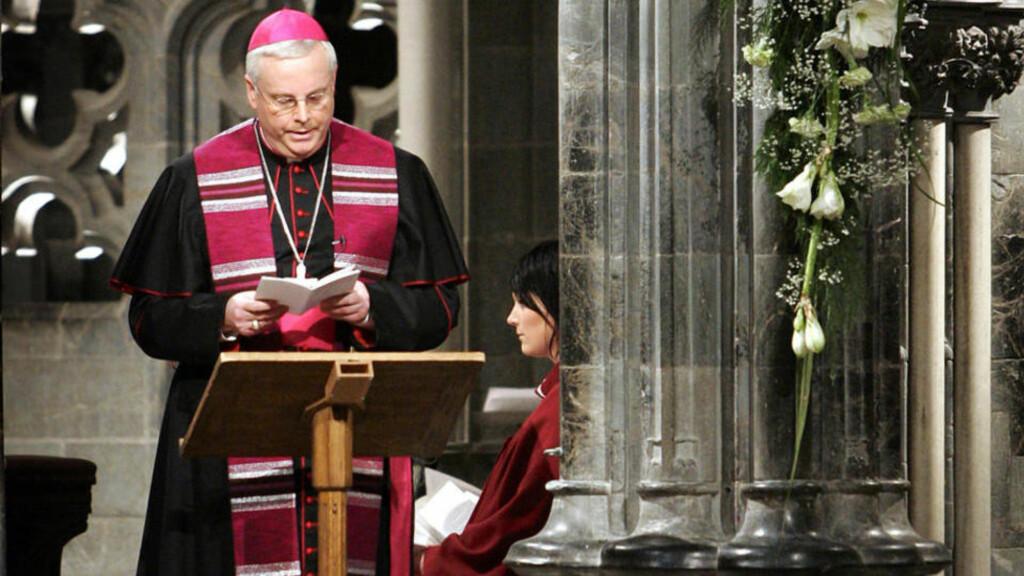 FÅR PENGER: Til tross for at han har tilstått overgrep, gått av som biskop og forlatt Norge, forsørges han fremdeles av den katolske kirke i Norge.