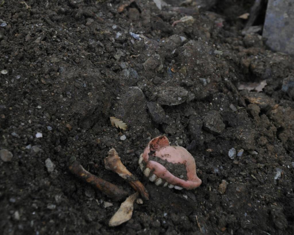 EKKELT:  Pårørende oppdaget dette på kirkegården. Foto: Gunn-Bente Stølen, Grenda.