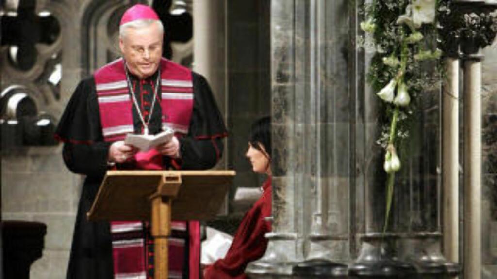 FORTSATTE SOM PREST: Selv om Vatikanet har bestemt at han ikke hadde lov, har Müller fortsatt sine prestegjerninger i Tyskland.