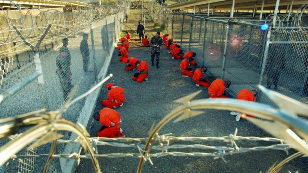 USKYLDIGE FANGER: Flere hundre av de rundt 800 fangene som har vært innom fangeleiren Guantanamo siden 2002 har i realiteten vært uskyldige hele tida, hevder tidligere stabsjef i Bush-administrasjonen.  Foto: Scanpix