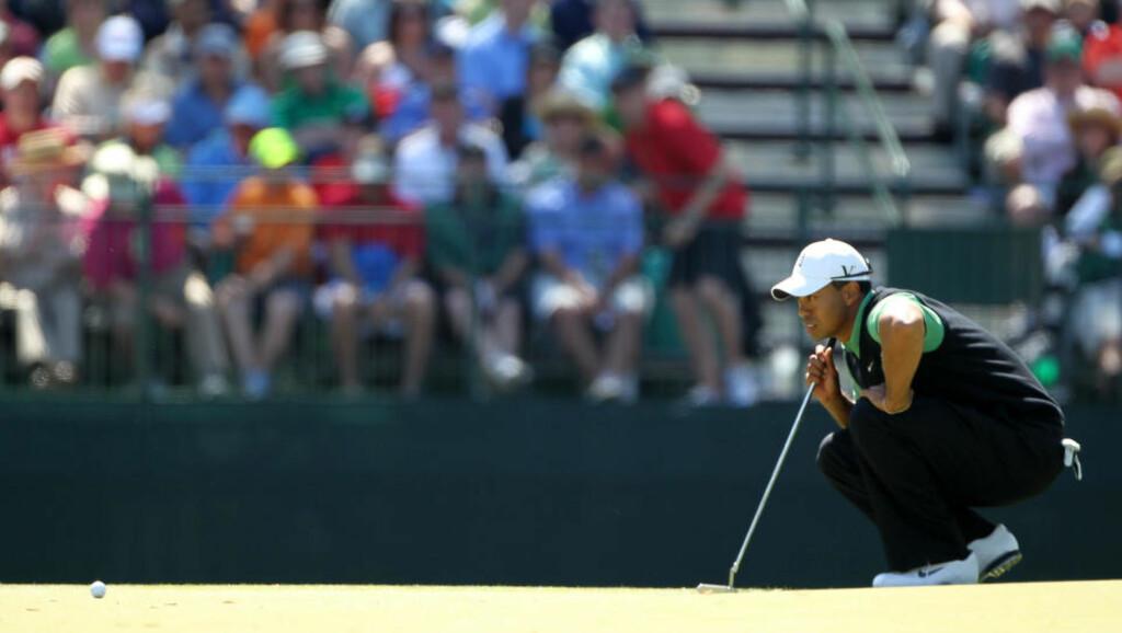 COMEBACK-KID:Tiger Woods imponerer og ligger bak to slag bak teten i US Masters halvveis ut i turneringen. Foto: Jamie Squire/Getty Images/AFP