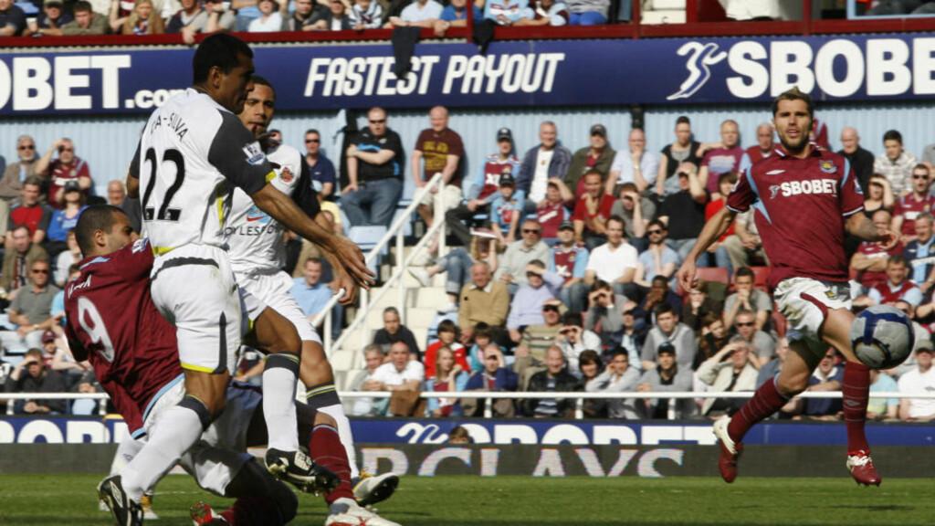 MATCHVINNER: Araujo Ilan scoret det viktige seiersmålet mot Sunderland på Upton Park. Foto: AFP