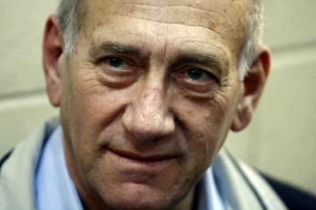 KJEMPER: Ehud Olmert kan ha kjent til massiv korrupsjon hos israelske bygningsmyndigheter. Foto: EPA/Abir Sultan