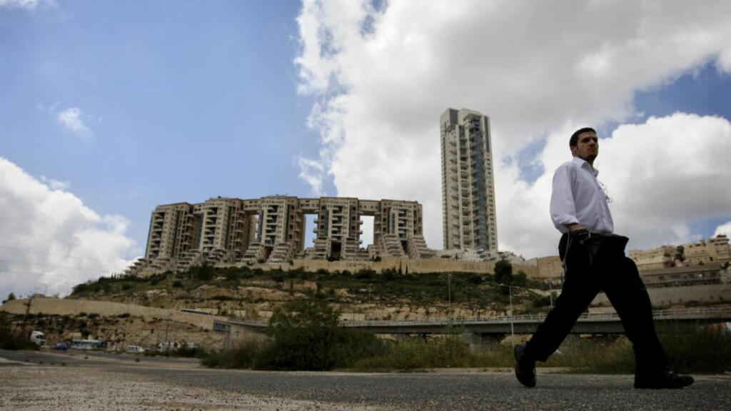 STRIDENS KJERNE: Holyland-prosjektet i Jerusalem, som skulle huse velstående israelitter - etter at store mengder penger ulovlig hadde skiftet eiere. Foto: AP/Sebastian Scheiner