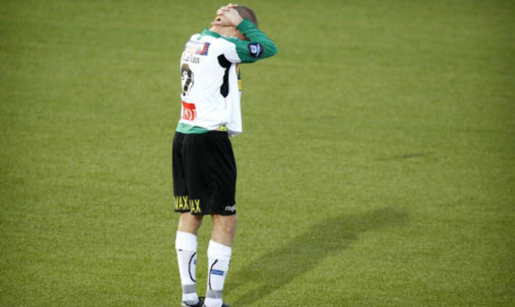 ... TIL HELVETE: Frode Lafton depper etter eliteseriekampen i fotball mellom Hønefoss og Kongsvinger i Hønefoss. Foto: Erlend Aas / Scanpix