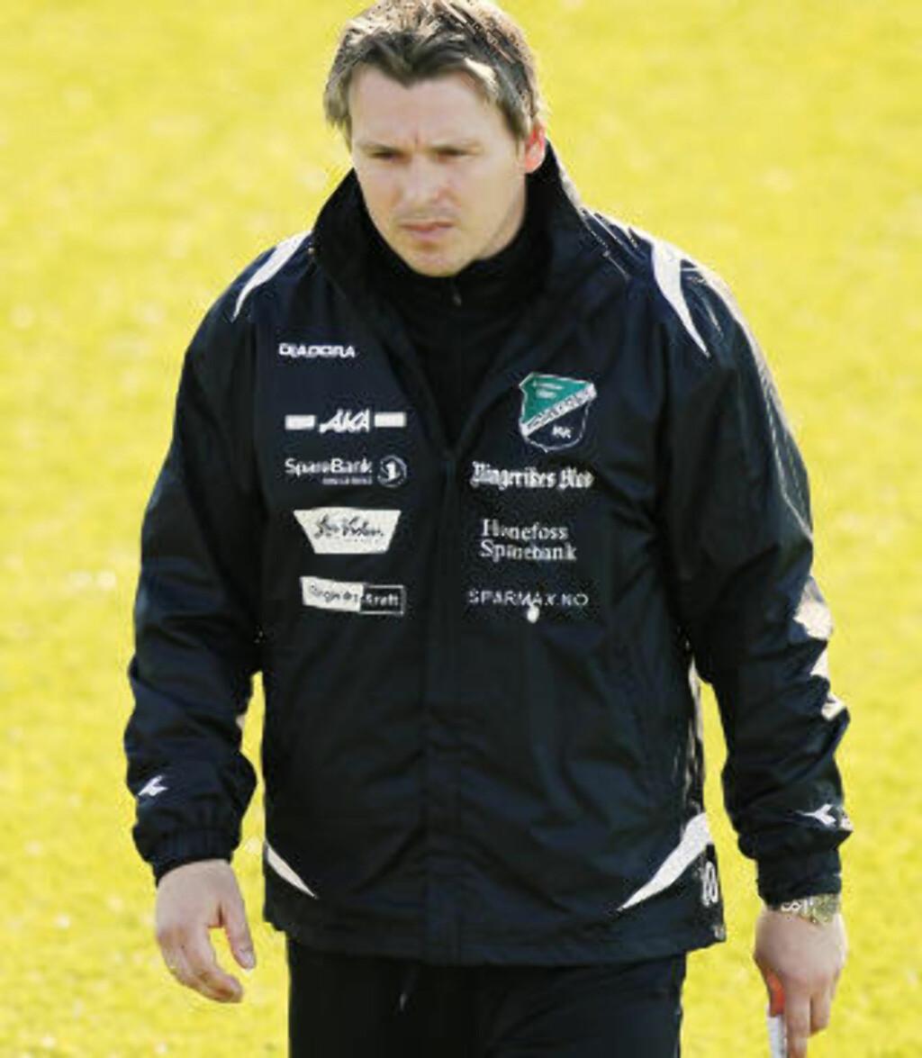 PRESSET: 5 tap på rad, 17 baklengs. Ole Bjørn Sundgot er under hardt press, men mener han trenger mer tid.  Foto: Erlend Aas / Scanpix
