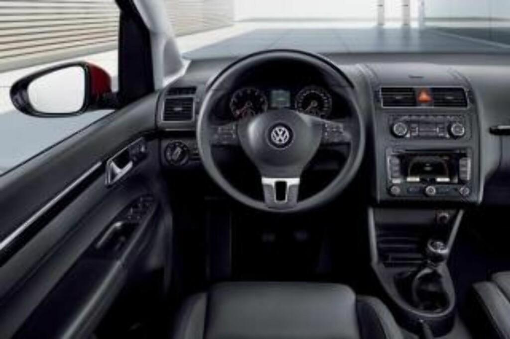 OPPGRADERING: Innvendig er det nye materialer og høyere kvalitetsfølelse enn det var med den aldrende plasten som i stor grad har fulgt bilen de siste sju år.