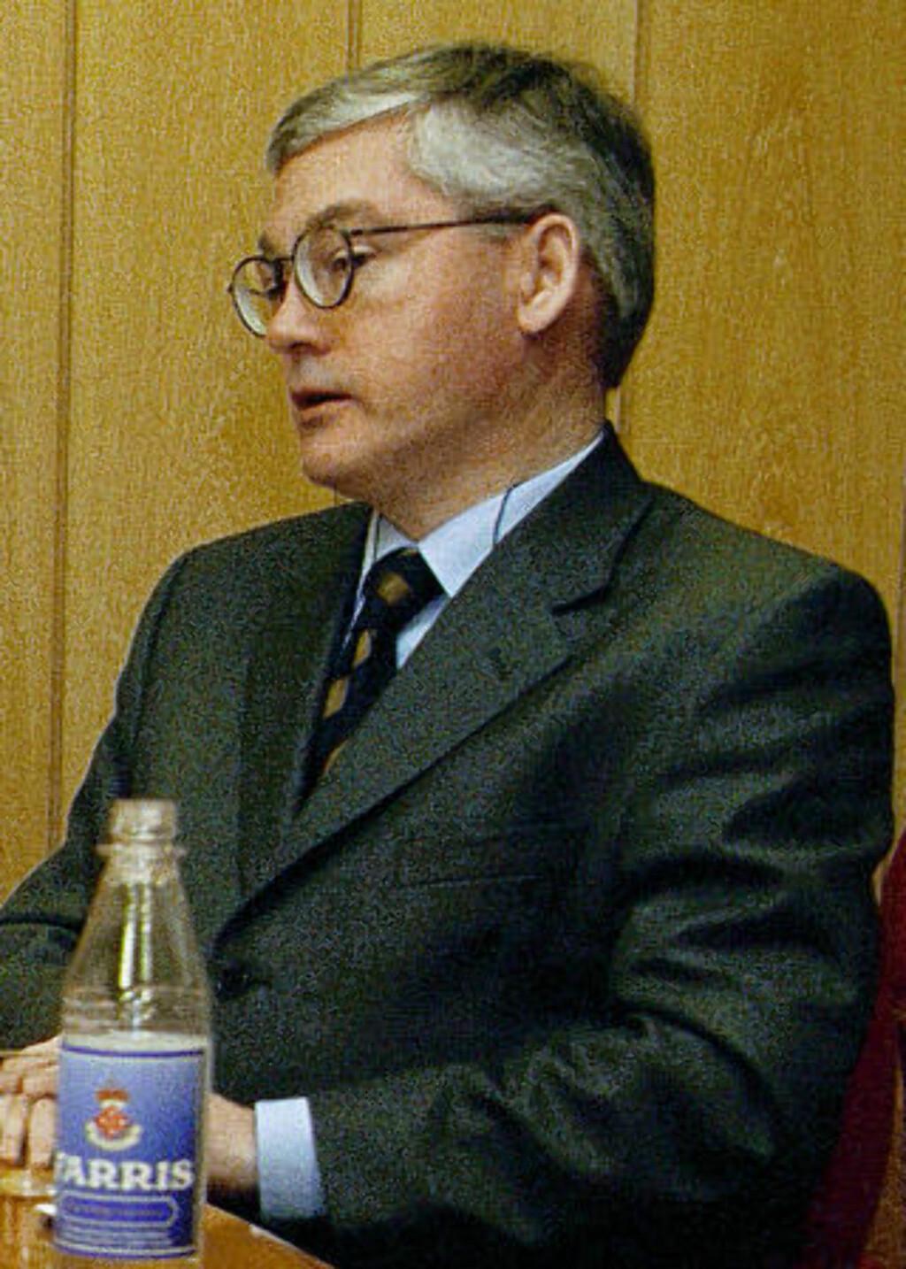 LEDET UTVALGET: Spesialrådgiver og tidligere departementsråd John Lunde. Foto: Forsvaret