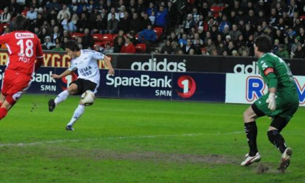 FORT GJORT: Sellin hadde vært på banen i 30 sekunder da han fikk sette 2-0 i nesten åpent mål bak en utspilt Håkon Opdal. Foto: Arve Johnsen, Digitalsport
