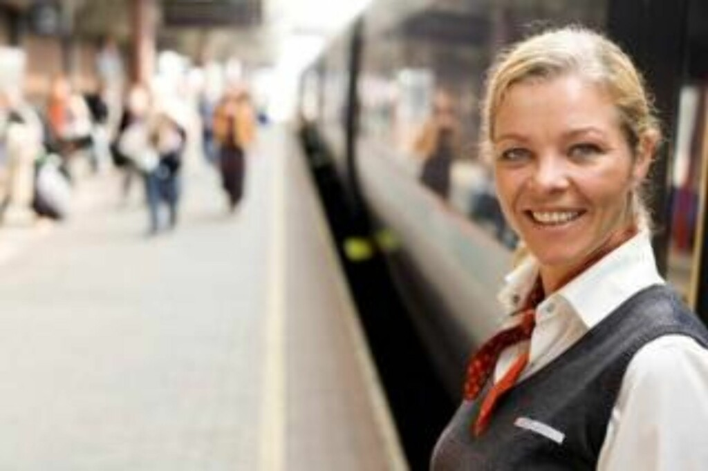 SLIPPER PERMITTERING: Edel Anne Grinaker, tillitsvalgt i Flytogforeningen, forteller at alle ansatte i Flytoget er glade for at de slipper permittering. Foto: Flytoget