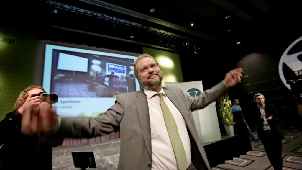 Oslo  20100416. Venstres leder Lars Sponheim holder sin siste tale på Choice Hotell i Sarpsborg i ettermiddag. I morgen er hans siste dag som leder. Her er han i det han går av talerstolen. Foto: Linn Cathrin Olsen / SCANPIX
