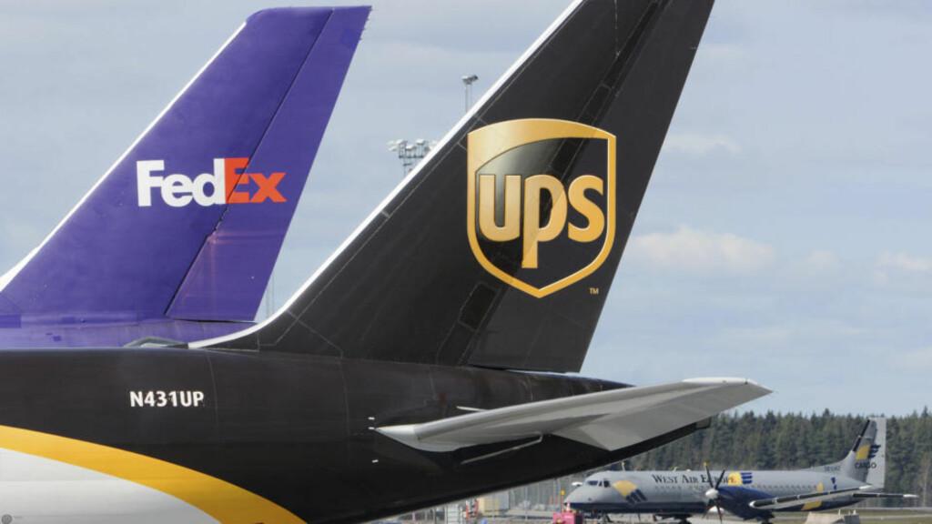 VENTER PÅ KLARSIGNAL:  Fraktfly fra FedEx og UPS ventet på klarsignal på Arlanda i går kveld til å komme i lufta. FOTO: JOHAN NILSSON, REUTERS/SCANPIX.