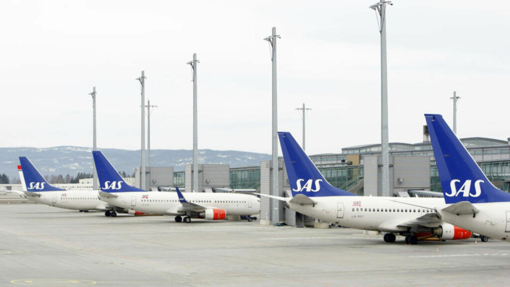 SAS planes stand on the tarmac on April 15, 2010 at Oslo's Gardermoen airport, where all air traffic was suspended at 10:00 am (0800 GMT) due to clouds of ash from a volcano eruption in Iceland.  AFP PHOTO / Hakon Mosvold Larsen