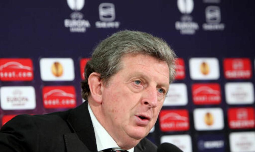 SKEPTISK: Fulham-manager Roy Hodgson er lite lysten på buss eller tog til Hamburg. Foto: AFP
