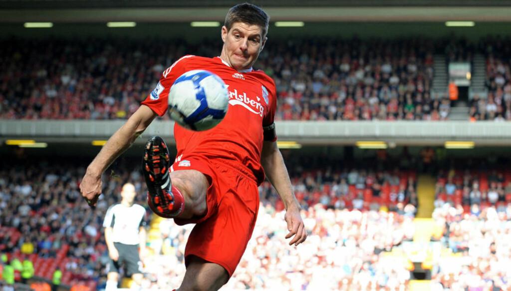 MÅ VENTE: Liverpool-kaptein Steven Gerrard og lagkameratene vet ennå ikke hvordan de skal komme seg til Madrid.  Foto: AFP