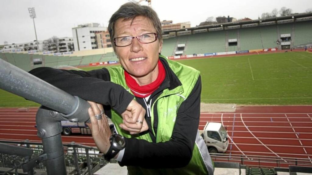 BISLETT 2010: - Et realistisk mål for de fleste mener jeg bør være å gjennomføre en 10-kilometer iløpet av sesongen, sier Ingrid Kristiansen. Klikk.no møtte henne på nye Bislett stadion. Foto: Anders Rasch