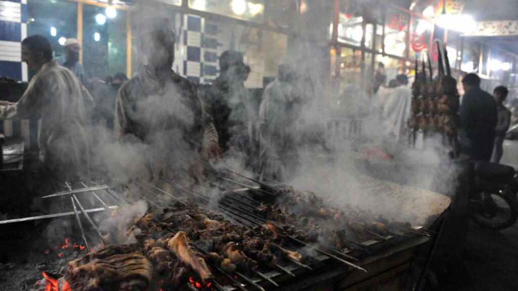 KREFTRISIKO: Stoffer som dannes i godt stekt kjøtt, kan øke risikoen for flere typer kreft. En ny studie viser at et høyt inntak av godt stekt kjøtt øker risikoen for å utvikle blærekreft. Foto: Scanpix