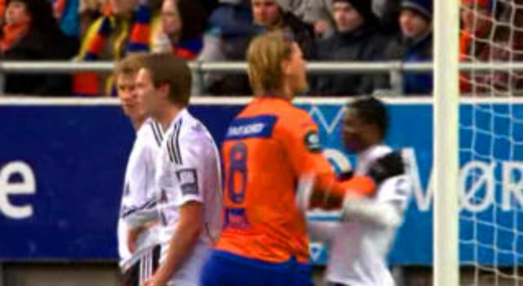 AMPERT: Aarøy tar tak i Annan og dytter ham unna i sinne. Foto: TV 2