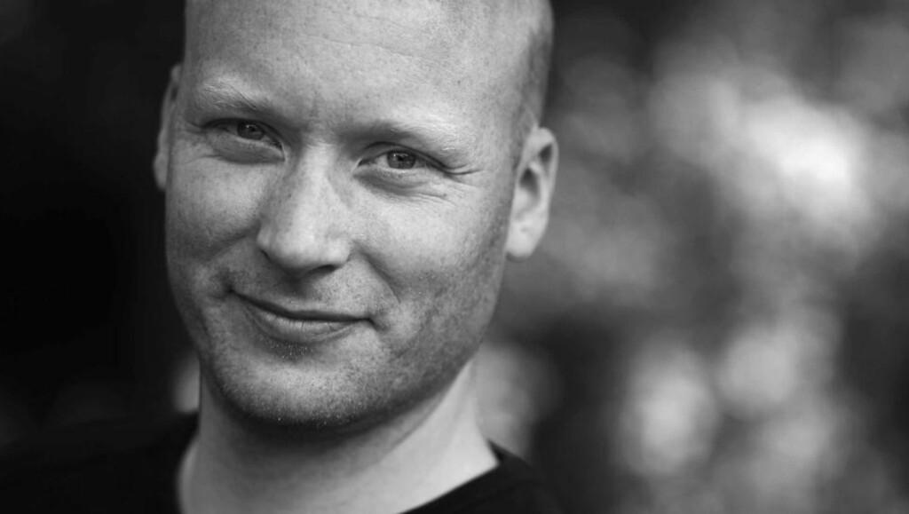 DEBUTANT: Torgeir Sæveraas skriver om norske soldater i utlandet i sin første roman. Foto: Aschehoug