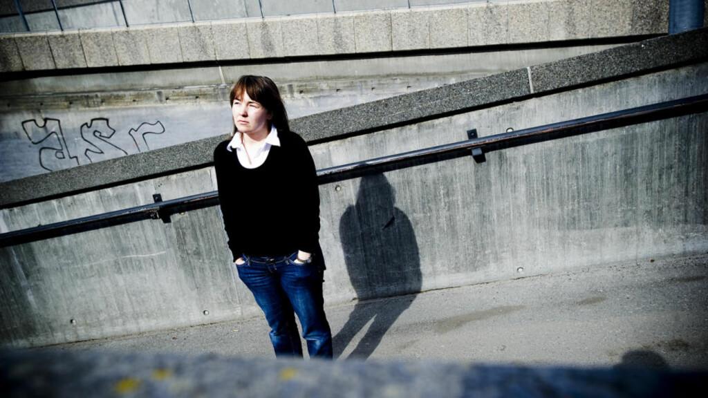 TAR KAMPEN: Anne May Eknes (33) er en av flere hundre som har fått diagnosen ME etter vaksina mot hjernehinnebetennelse som 180 000 norske ungdomsskoleelever fikk i åra 1988 - 1991. Foto: Thomas Rasmus Skaug