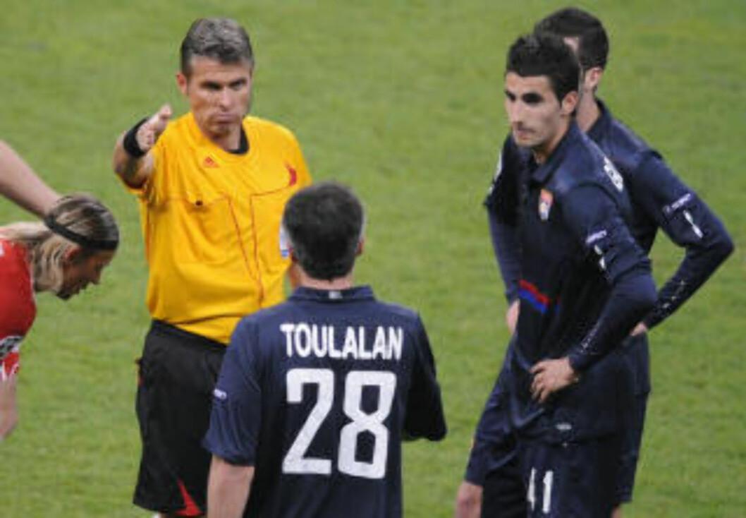 UTJEVNET FORSKJELLEN: Et Bayern-lag i undertall var allerede det førende laget da Jérémy Toulalan også ble utvist. Da ble det naturlig nok enda vanskeligere for Lyon.Foto: SCANPIX/AP Photo/Daniel Maurer