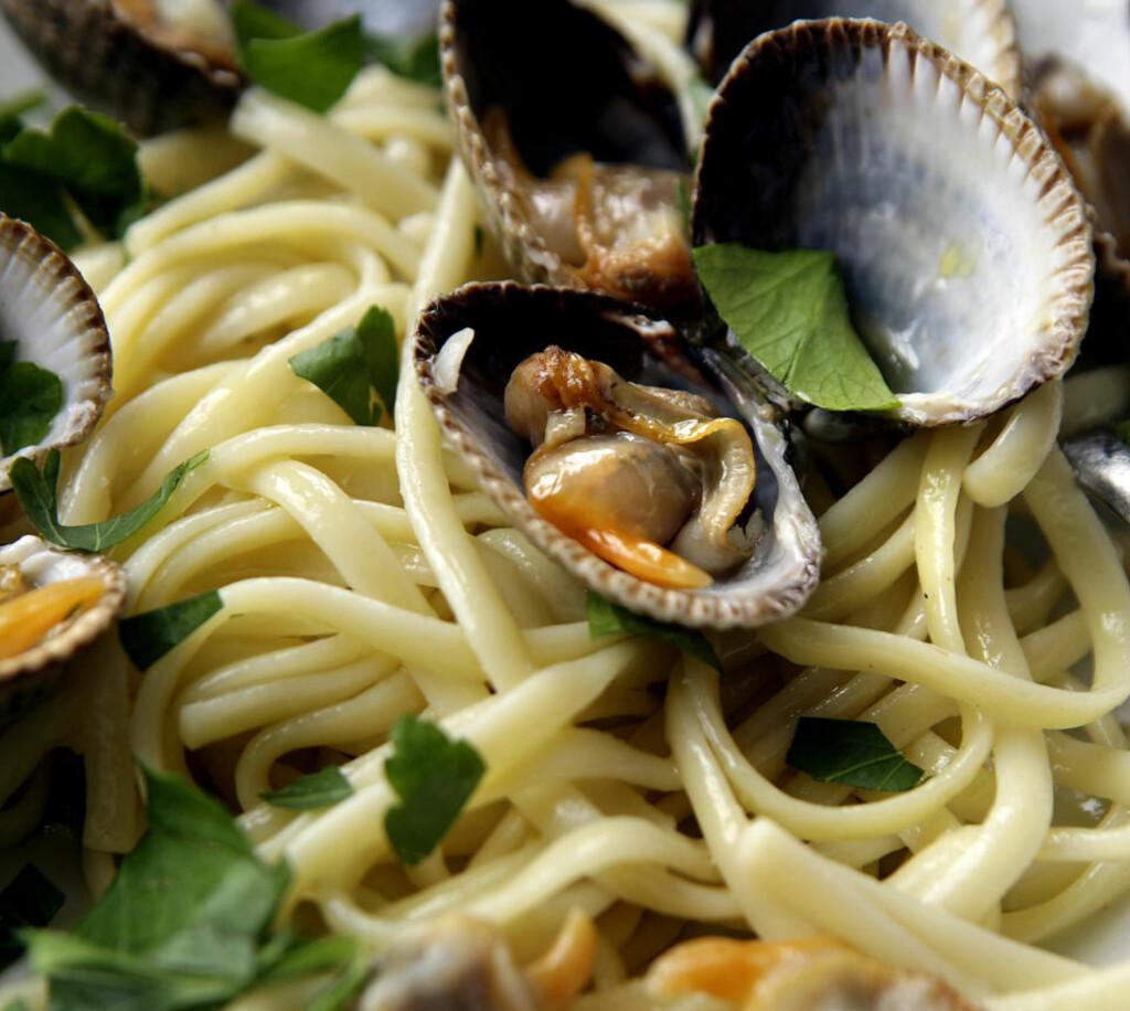PASTA MED HJERTER: I motsetning til pasta med blåskjell, som skal være kraftig og rå, skal pasta med hjerteskjell ha en florlett friskhet over seg.