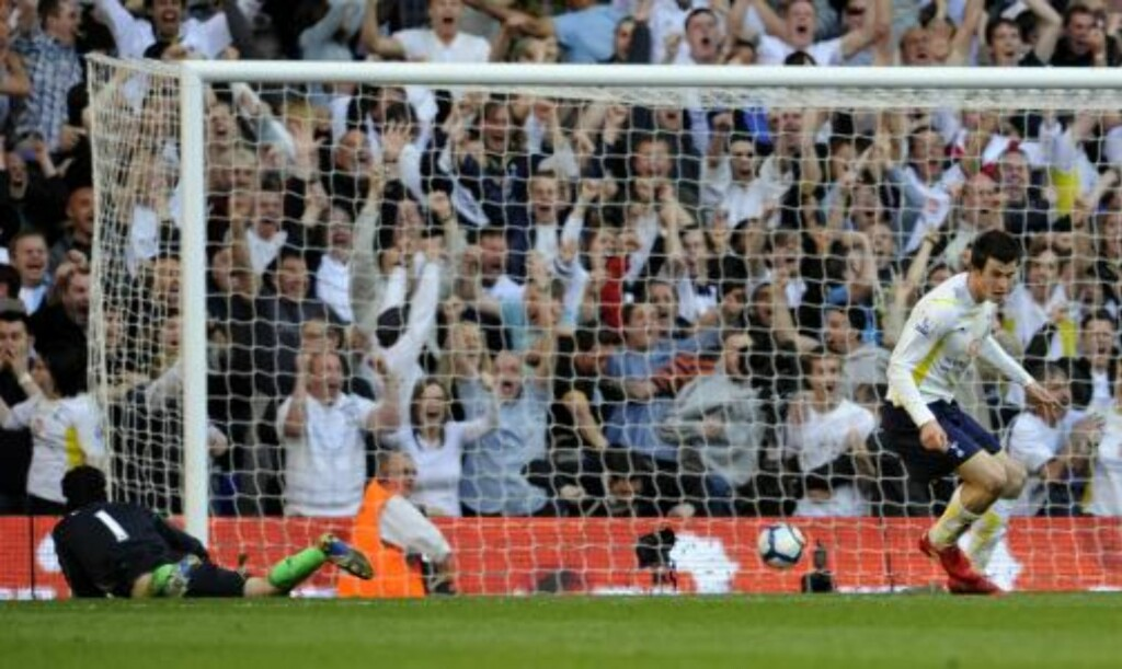 I PRAKTSLAG: Gareth Bale har kanskje vært Premier Leagues mest formsterke spiller de siste par ukene. I dag kan han få Gary Neville som motstander på sida si. Foto: AP Photo /Tom Hevezi