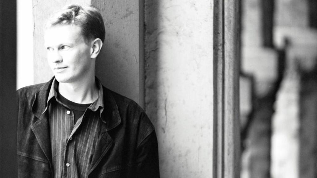 STERK POET: Gudstro er et tema i Steinar Opstads nye diktsamling, som vår anmelder oppfatter som en utforsking av poesiens saklighet.