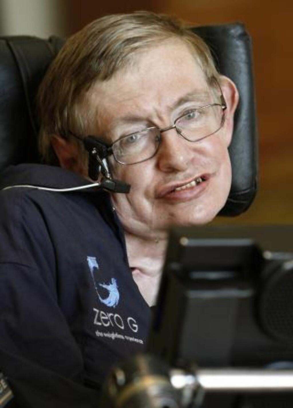 SMART: Trass det fysiske handikappet er Stephen Hawking en av tidenes framste fysikere. Foto: REUTERS/Charles W Luzier