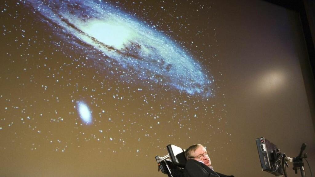 INTELLIGENT LIV: Tatt i betrakning universets enorme størrelse, er det overveldene sannsynlig at intelligent liv har oppstått andre steder enn på jorda. Den kjente astrofysikeren Stephen Hawking advarer imidlertid om de potensielt katastrofale følgene ved å oppnå kontakt. Foto: AP Photo/Keystone, Salvatore Di Nolfi/SCANPIX