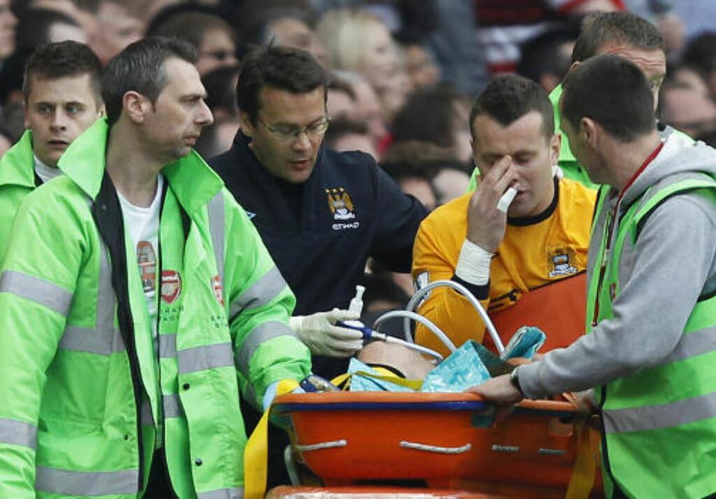 KEEPERPROBLEM: Shay Given mister resten av sesongen, og Manchester City har nå bare Gunnar Nielsen med hansker. Foto: STEFAN WERMUTH/REUTERS
