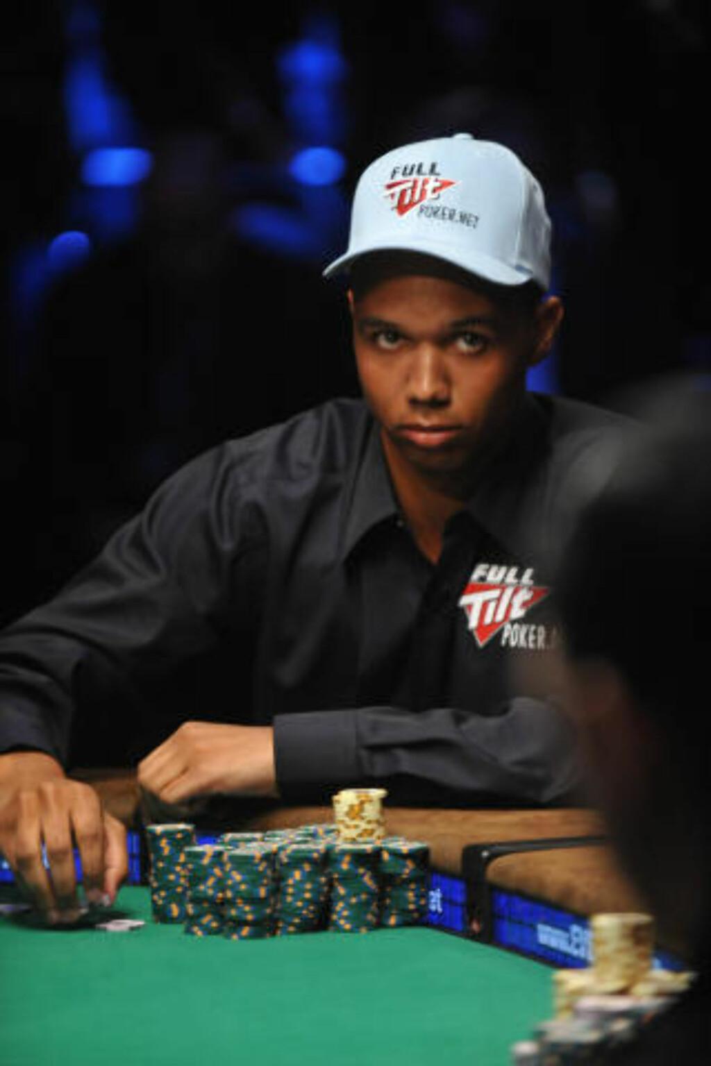 BAK PETTER: En av verdens mest kjente pokerspillere, Phil Ivey.FotO: SCANPIX/AFP/Robyn Beck
